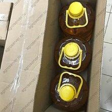 Упаковка бутылок с подсолнечным маслом в картонные коробки