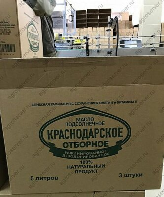 Упаковка бутылок с подсолнечным маслом в картонные короба