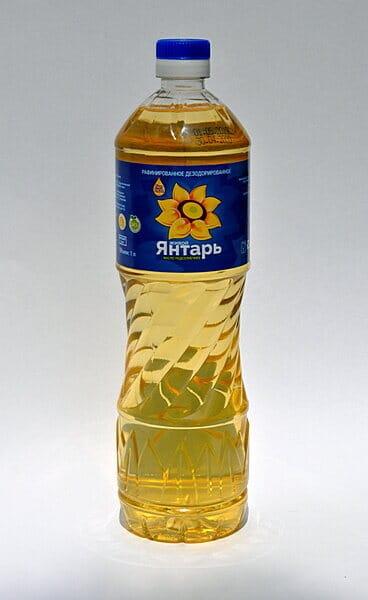 Масло подсолнечное в Москве и Московской области купить оптом рафинированное торговой марки Живой янтарь в ПЭТ бутылке фасовка 1 литр