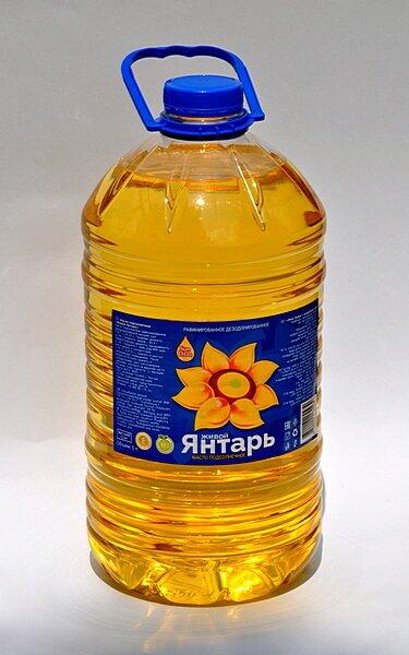 Масло растительное подсолнечное рафинированное торговой марки Живой янтарь в ПЭТ бутылке 5 литров