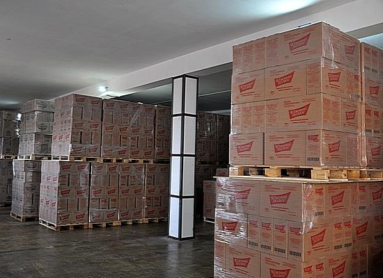 Масло растительное подсолнечное фритюрное в коробках из гофрокартона на складе маслозавода